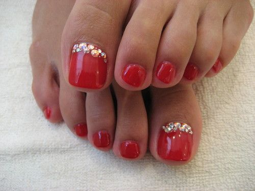 red toenails design nail art