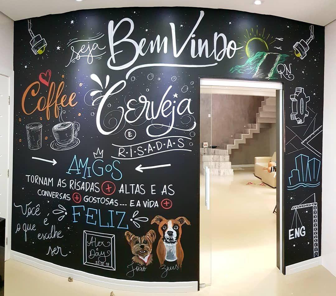 #homedecor #home #decor Agora essa cozinha tem mais q motivos para ser mais visitada ...!!! Um prazer enorme conhecer o casal dono dessa parede .... me devem um churrasco..!!! #areagourmetdecorada #casa #cozinha #decore #decorando #decoracao #homemade #homedecor #casa #dog #coffee #artista #insta #world #amor #lar #casalar