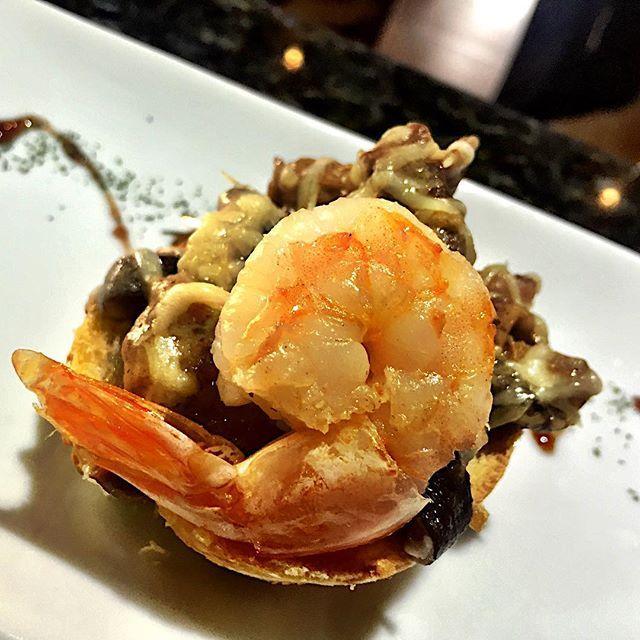 Bruschetta de Cogumelos  para nossos clientes fiéis das quartas  Porque cliente bom recebe mimi  Sim Senhor !!! by raulinoandre