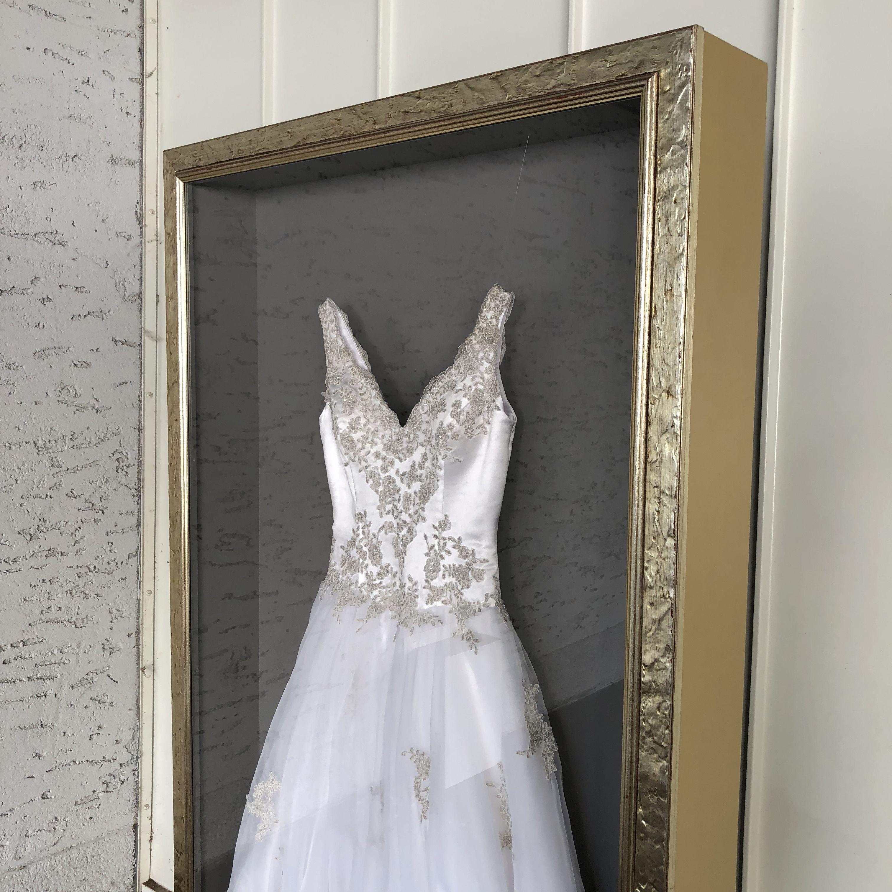 Dress in a Box - Brautkleidrahmung  Hochzeitskleid, Brautkleid