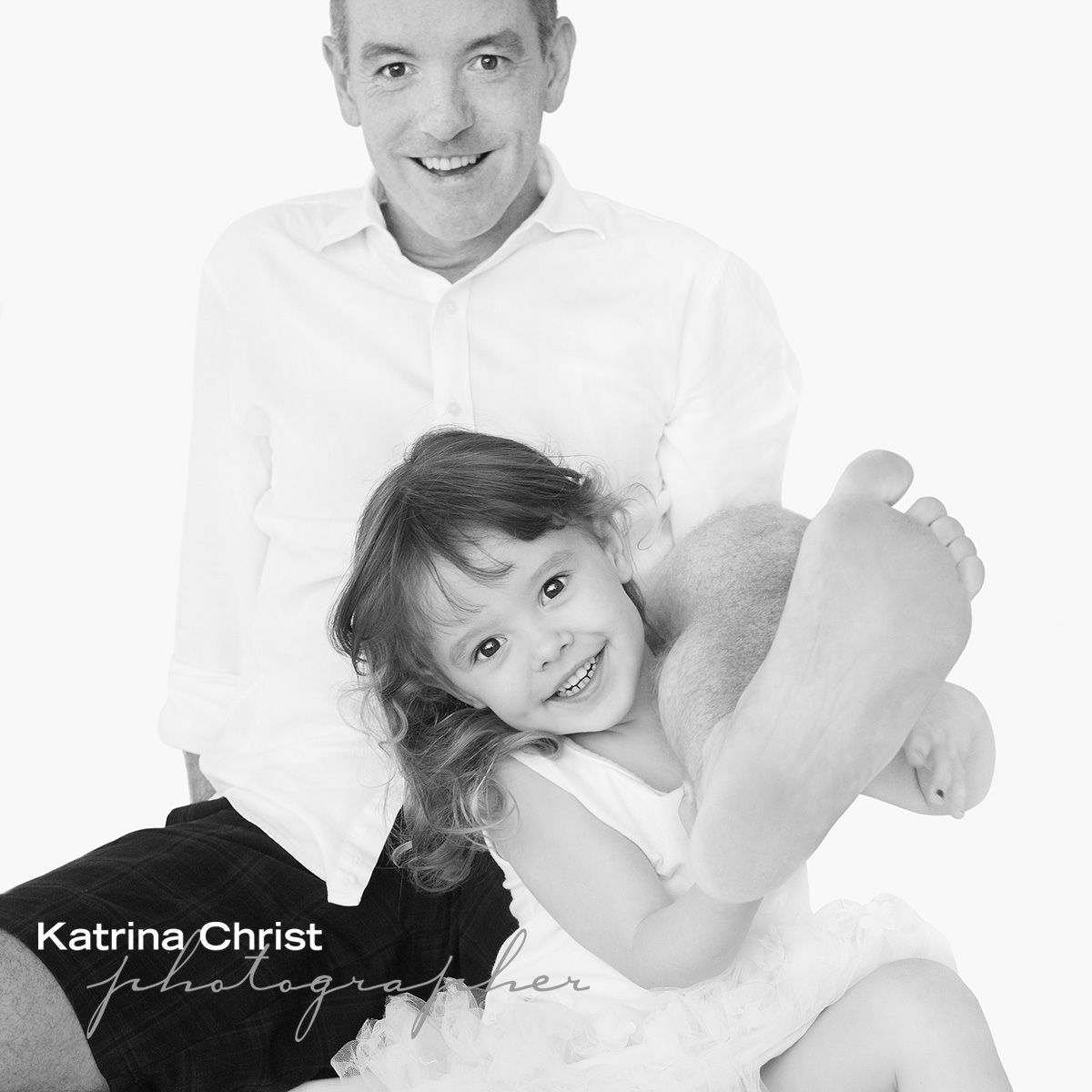 You know one of the most wonderful thing about children is when you can't tell them anything , they completely do their own thing and its AWESOME . I mean who grabs their dads foot and shows it off!  KIDS TOO  yayyyyyyyyy #ilovekids   #kids #portraits #familyportrait #myfamily #portrait  #katrinachrist #brisbane #australia #master #photographer