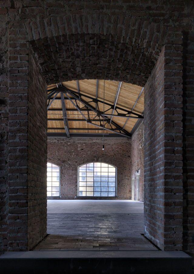 Industrial building with open ceiling. (mit Bildern