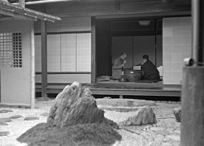 Isamu Noguhci and Mirei Shigemori have tea
