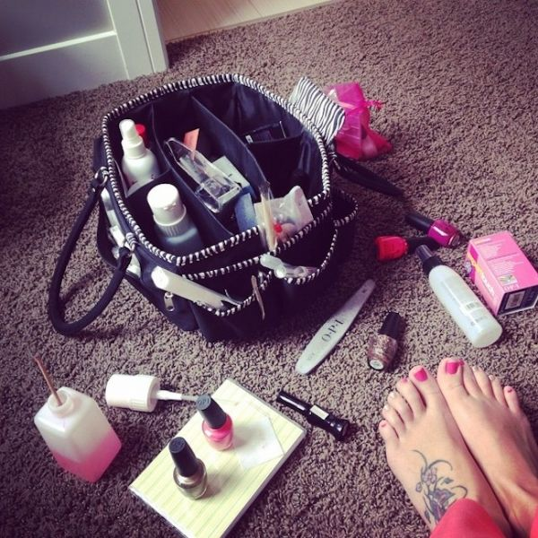 Mani pedi 101 how to give yourself the best diy manicure mani pedi 101 how to give yourself the best diy manicure pedicure at home solutioingenieria Choice Image