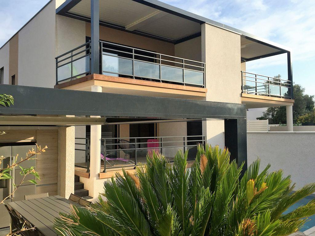 abritel location bandol villa neuve piscine plage villa de vacances avec 4 chambres pour 8 personnes a 7 minutes du golf 18 trous dolc frgate et 150 - Location Vacances Bandol Avec Piscine