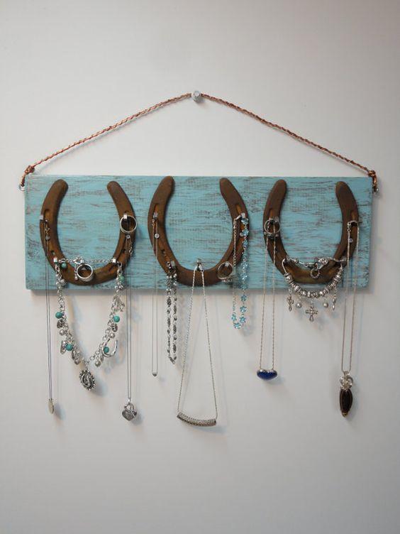 26 Rustic Horseshoe Home Decor Ideas Horseshoe Decor Jewelry