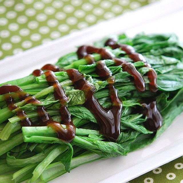 Quick & easy Chinese Broccoli {Gai Lan} w/ Oyster Sauce is #ontheblog today....yes, I DO eat veggies ☺️