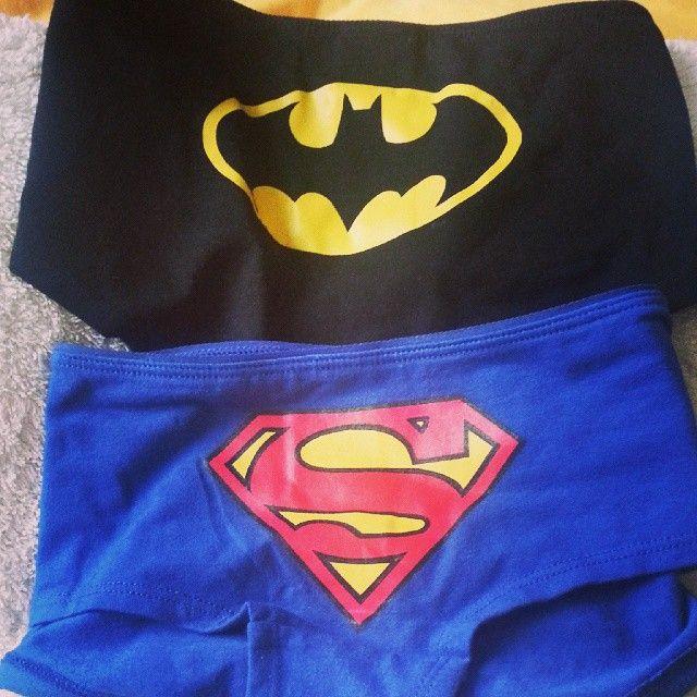 Regalos que enamoran mucho. Soy una freak  y todo el mundo lo sabe. #Superman #Batman by lilu_rock