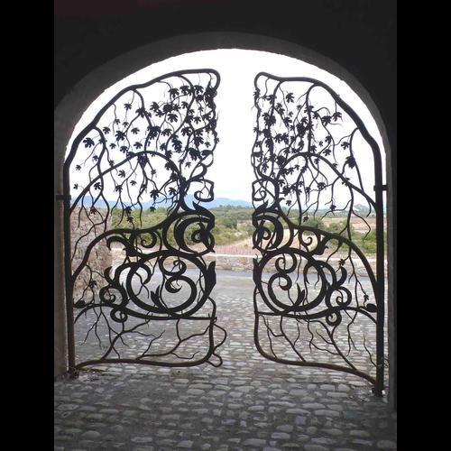 Grille en fer forg s paration maison jardin cave for Portillon de jardin en fer forge