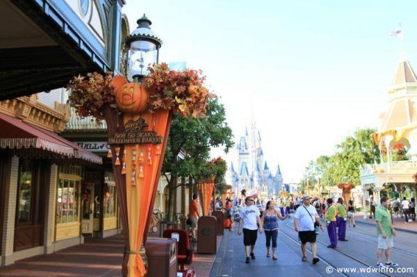 Magic Kingdom Halloween Decorations Halloween at Walt Disney World - not so scary halloween decorations