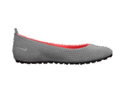Nike Amarina Women's Shoe - $75.00  Need them!!