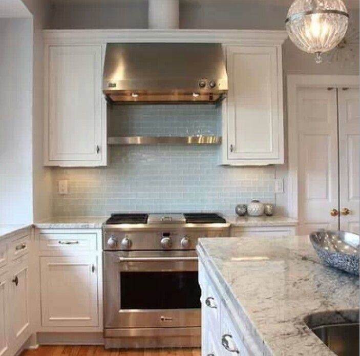 Simple, Clutter-free Kitchen / Houzz.com