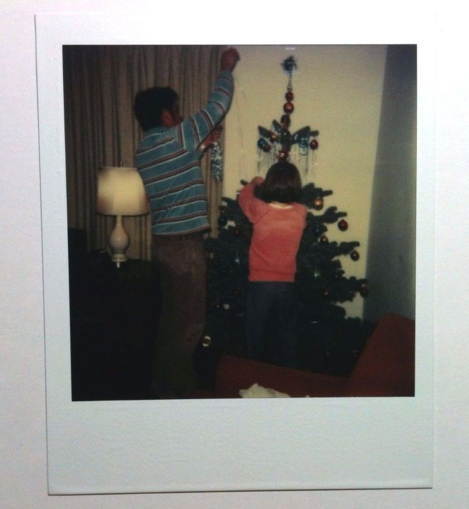 VINTAGE 70S FOUND POLAROID PHOTO FAMILY HANGING UP ORNAMENT SHORT CHRISTMAS TREE