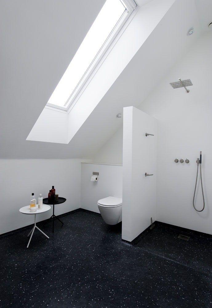 Wunderbar Badgestaltung · Badeværelset Er Med Støbt Terrazzogulv Og Vola Armatur  Designet Af Arne Jacobsen. Små Borde