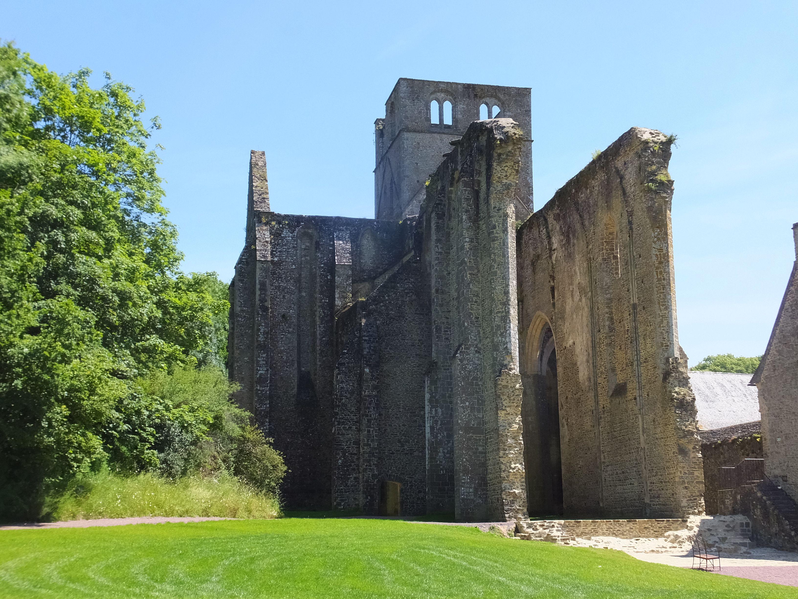 L'abbaye de Hambye fondée au 12e siècle. Manche
