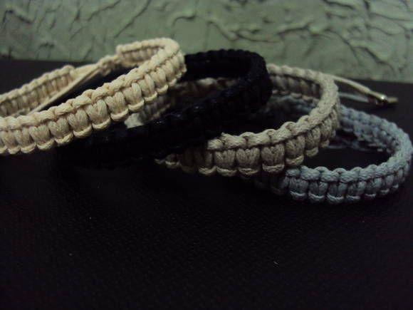Pulseira Lisa modelo Masculino ou Unissex _ Confeccionada em cordão encerado 100% algodão, em cores a escolher mediante consulta via email.