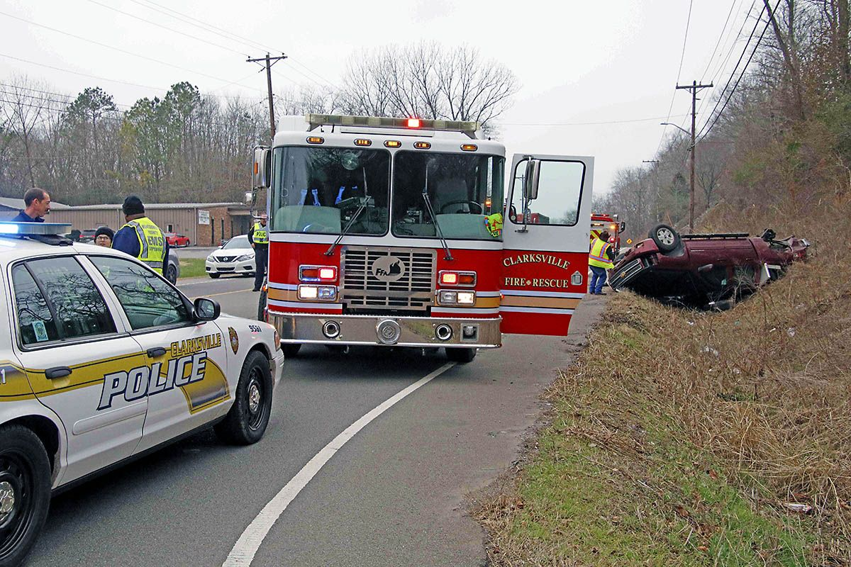Clarksville Police Respond To Crash At Intersection Of Ashland City Road East Old Ashland City Road Clarksville Tn Online Ashland City City Road Police