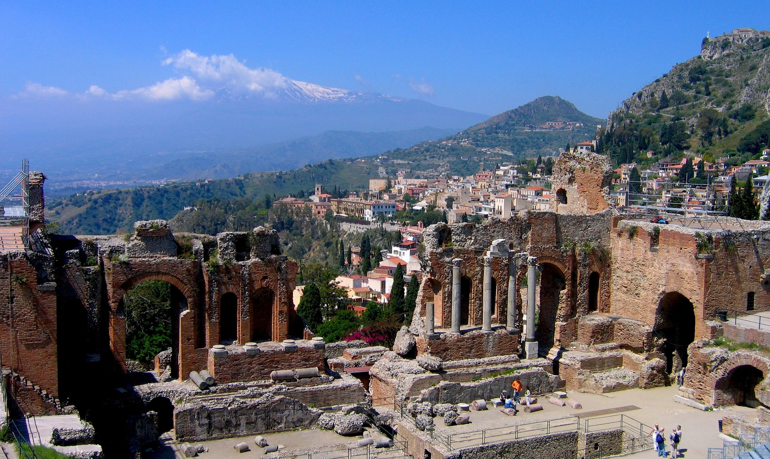The wonderful Taormina with Mt. Etna / La bellissima