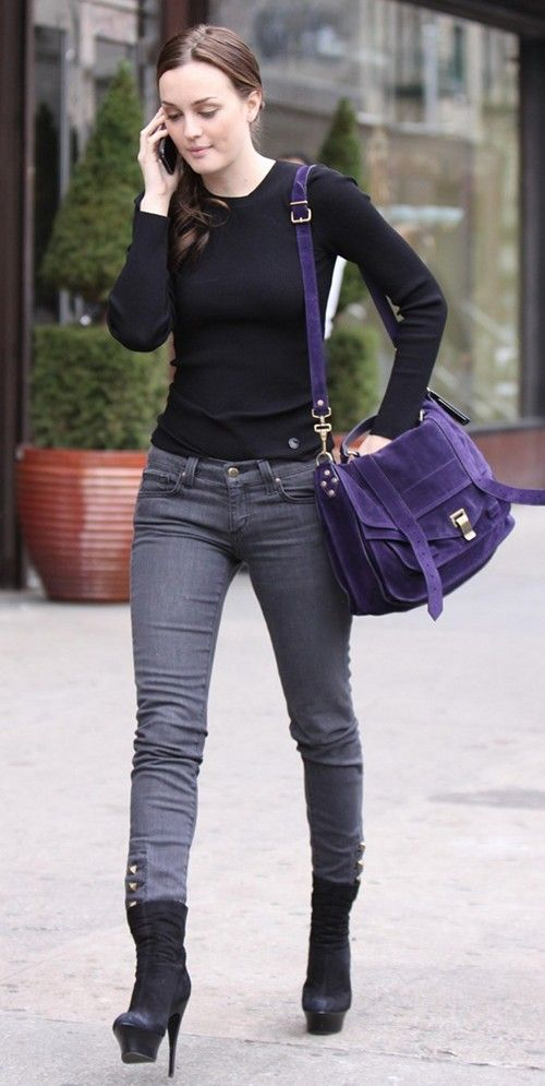 3dc4d0b79ee Leighton Meester Casual Outfit on Heels   Perfect Simple Black Top + Grey  Skinny Jeans + Blue-Purple Mulberry Bag