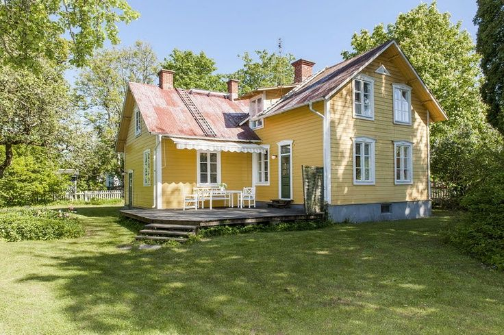 Yellow Cottages Gult Trahus Yellow House Cottage Pinterest Swedish Cottage Yellow House Exterior Small House Renovation