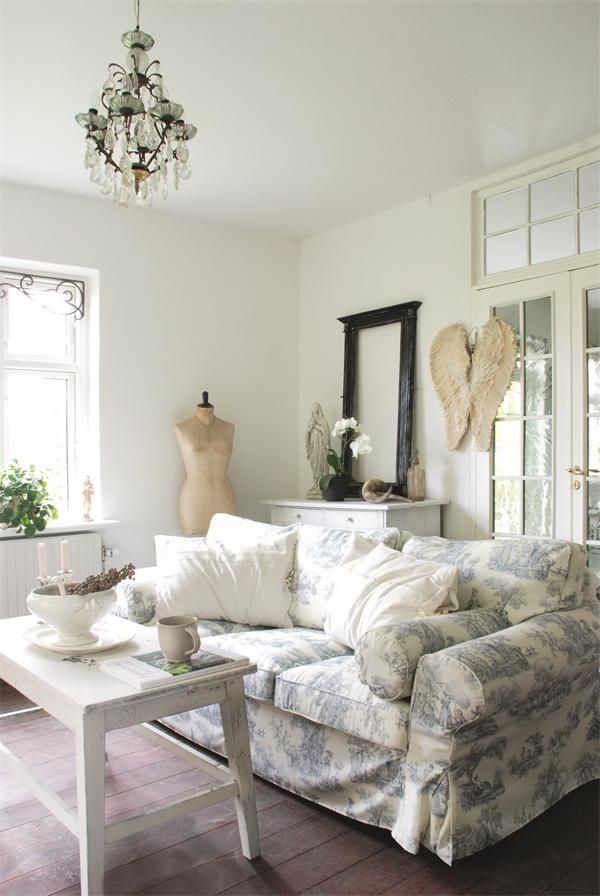 love this toile patterned couch