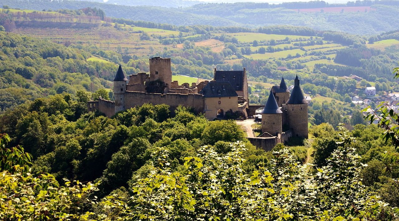 Luxemburg Die Schonsten Schlosser Und Festungen In 2020 Mittelalterliche Burg Ausflug Luxemburg