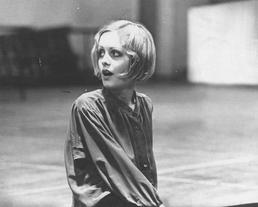 Twiggy. Your hair. I want it.