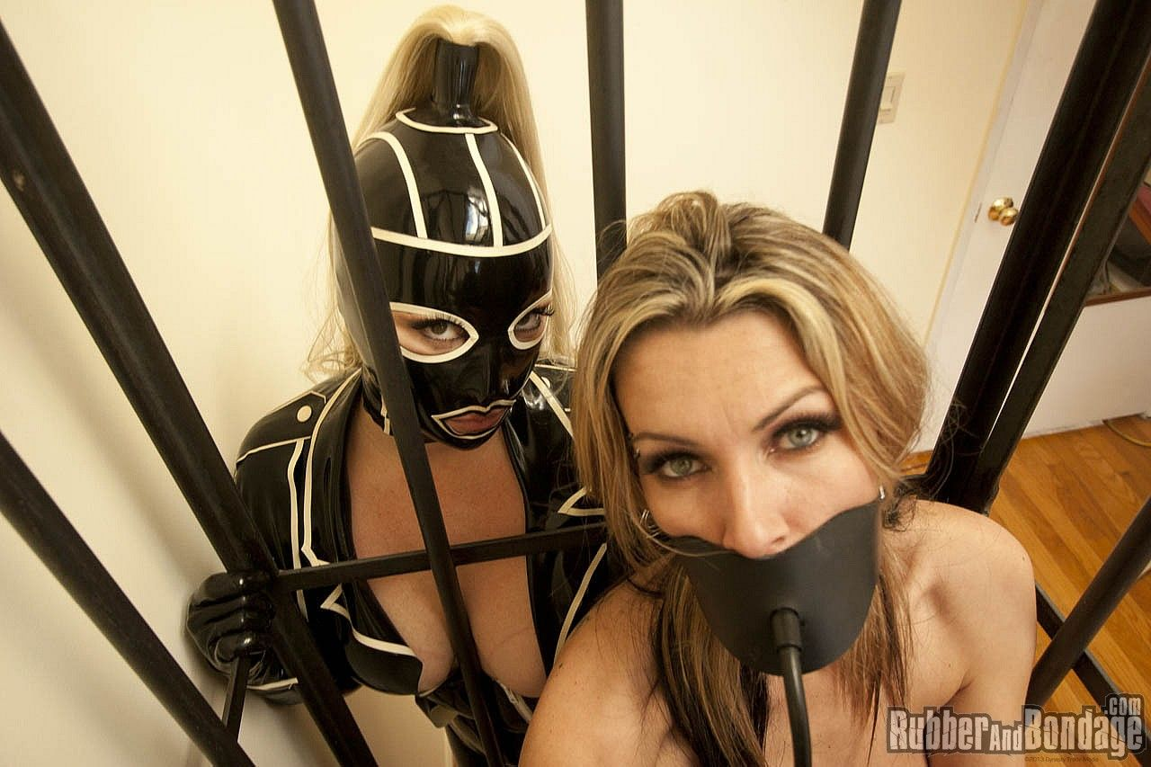 Mask fetish mistress