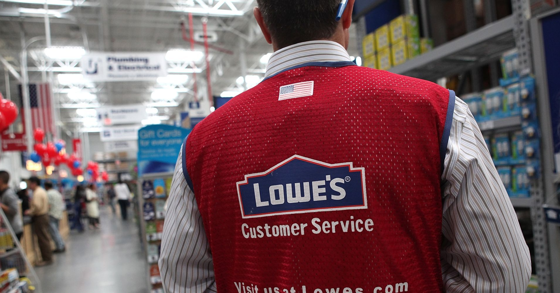 Lowe S To Shut 51 Underperforming Stores In The Us And Canada Clothing Retail Employee Uniform Employee
