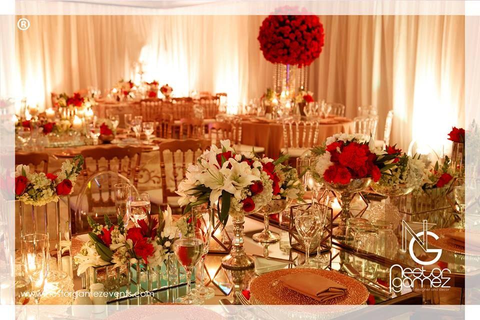 boda rojo blanco y dorado nestro gamez rosas claveles centros de