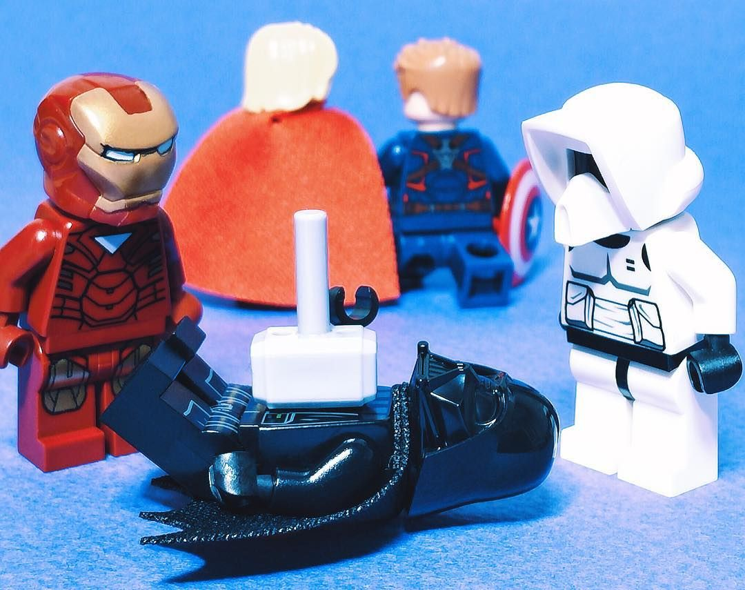 """토르:""""한건 해결! 야! 커피 먹으러 가자 앞집 새로 생긴 카페 처자 이뿌드라"""" #곧손자온다 #lego #레고 #legostagram #instalego #ironman #starwars #thor #captainamerica by ken_jiro_"""
