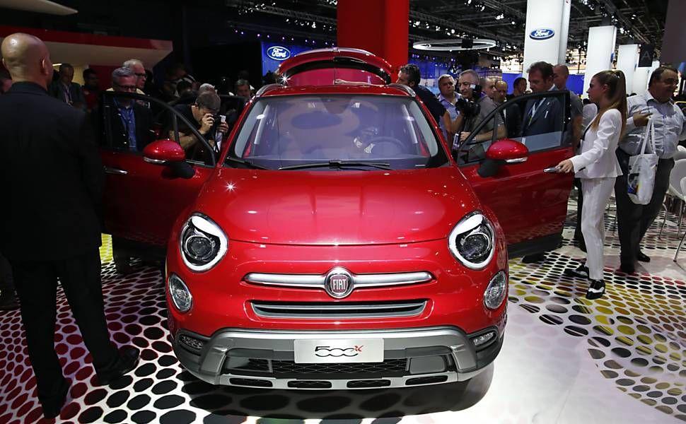 Folha de S.Paulo - Classificados - Veículos - Fiat mostra 500x, versão crossover do 500 - 02/10/2014