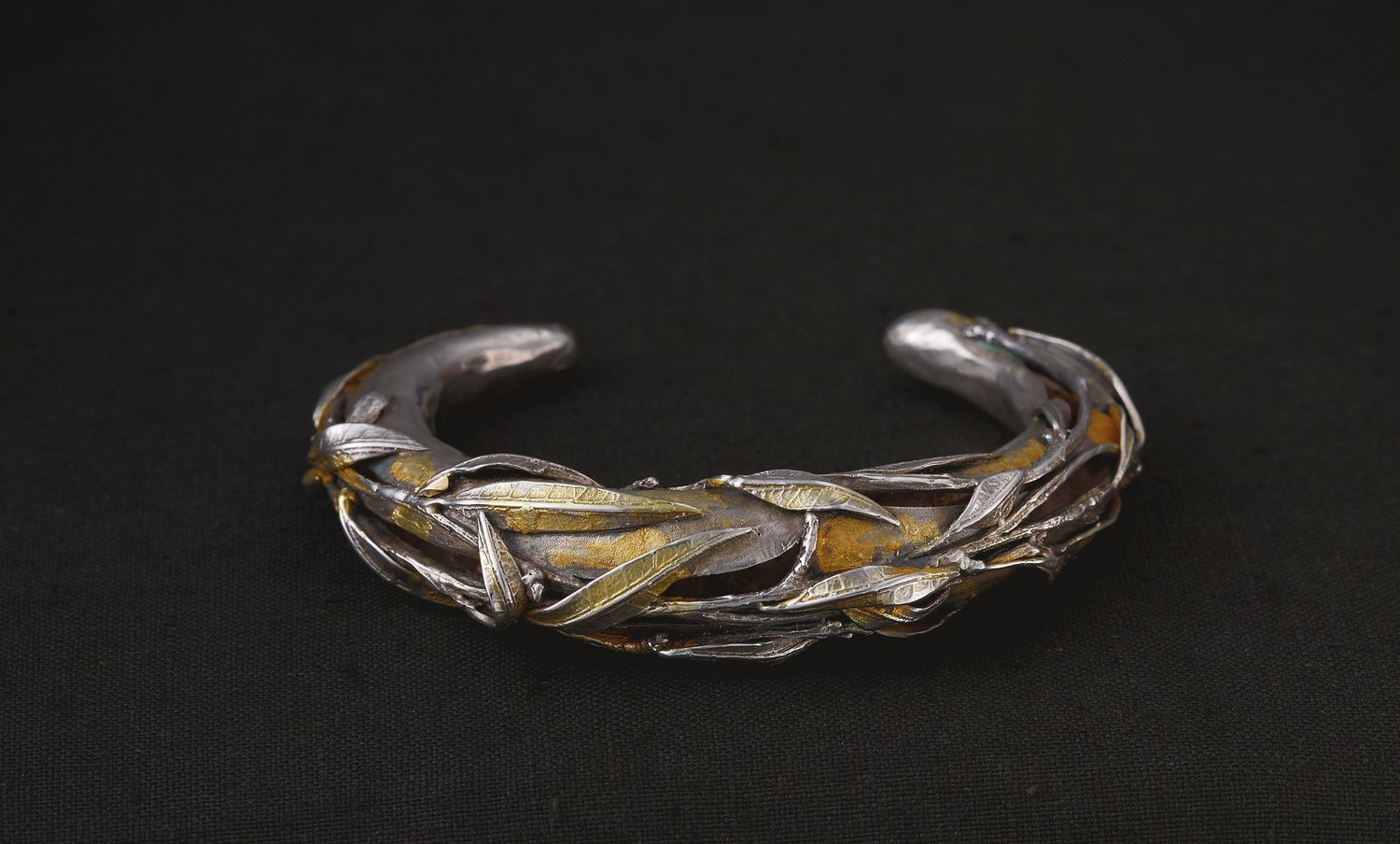 "Laomi Scanavini: ""Bracciale Eucalipto,"" handmade of 925 silver  with burnishing and gilding, depicting eucalyptus leaves (€979)"