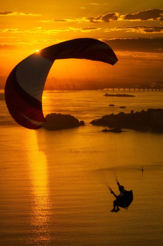 Sunday Morning Call on 500px by Gabriel Fontes, Niterói, Brazil ☀ Pentax K-30, 3218✱4858px ◉ Photo location: Google Maps