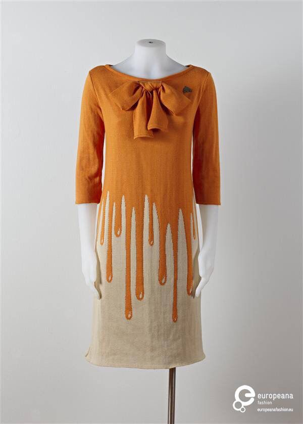 """""""Dripping-Tuniek"""" in mixed cotton jersey, designed by Michael Barnaart van Bergen in 2011. See more on Europeana Fashion: http://bit.ly/1URrnGe  Collection Gemeente Museum Den Haag via Mode Muze. All rights reserved."""