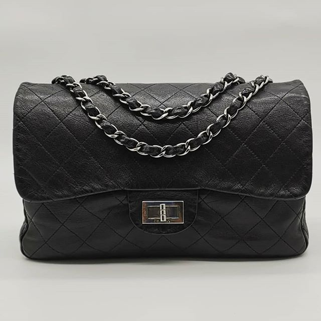1x00 wire. Preloved Chanel Quilted Flap Bag Black
