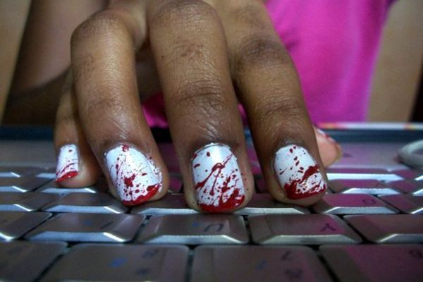 25 Halloween Costumes For Your Nails Halloween Nails Zombie Nails Halloween Nails Diy