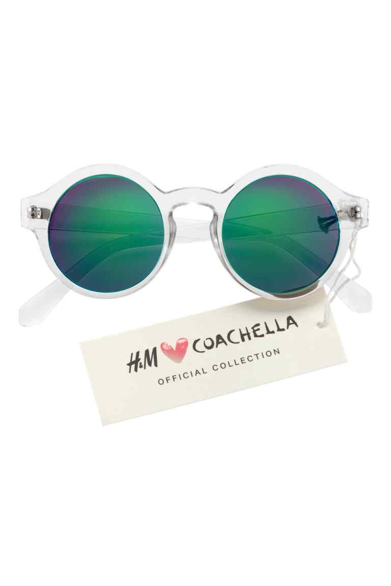 Óculos de sol  H M LOVES COACHELLA. Óculos de sol com armação de plástico e  lentes coloridas. Proteção UV. 648cc2fd9f