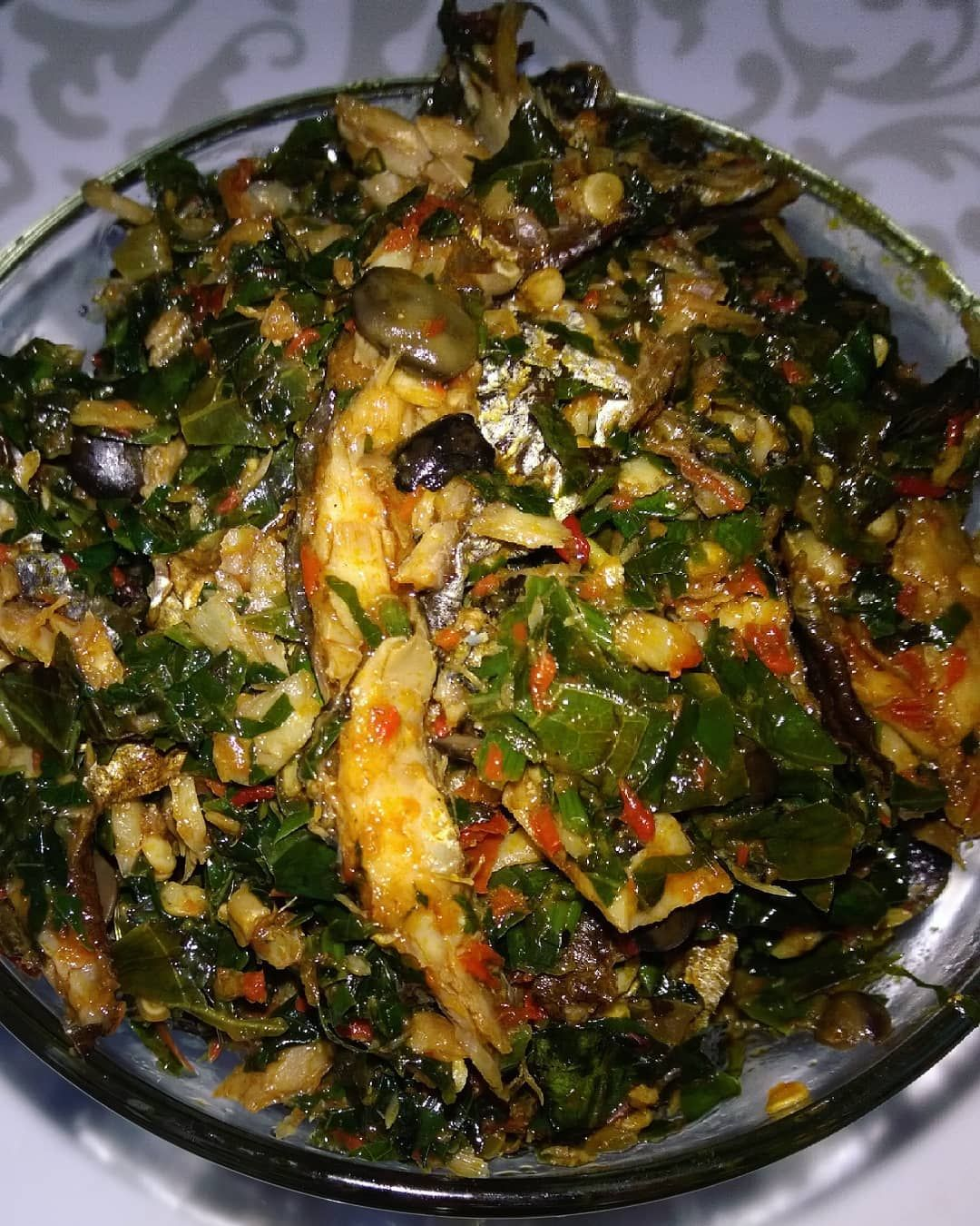 Good morning beautiful people!  Introducing our Ugwu&Uziza Eforiro.  It is an extreme deliciousness! You can have it with all swallows, rice, yam, beans, anything or alone.  call us today on, 📞08160377616  Email- crunchiznchewiz@