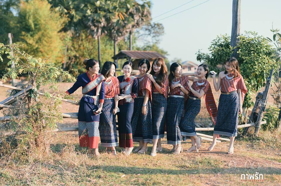 ก นดอง แต งงาน แบบอ สานบ านๆ แต อบอ นและน าร ก Thai Wedding Thai Wedding Dress Dream Wedding