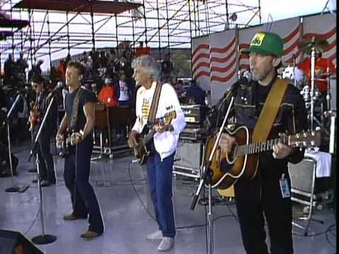 Kris Kristofferson Performs Me And Bobby Mcgee Live At The Farm Aid Concert In Champaign Illinois Me And Bobby Mcgee Kris Kristofferson Country Music Videos