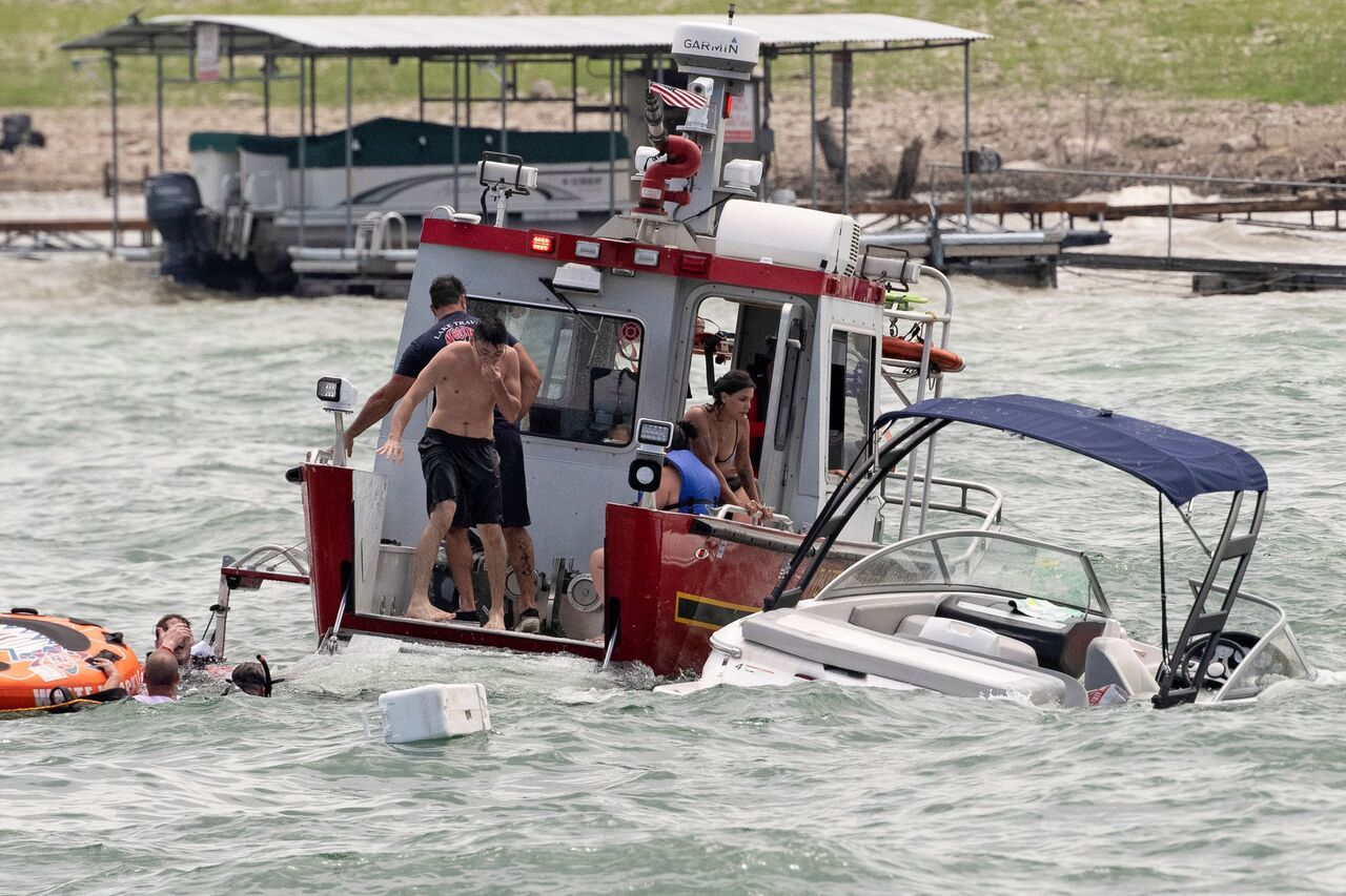 At Least 4 Boats Sink During Trump Boat Parade In Texas Officials Say 2020
