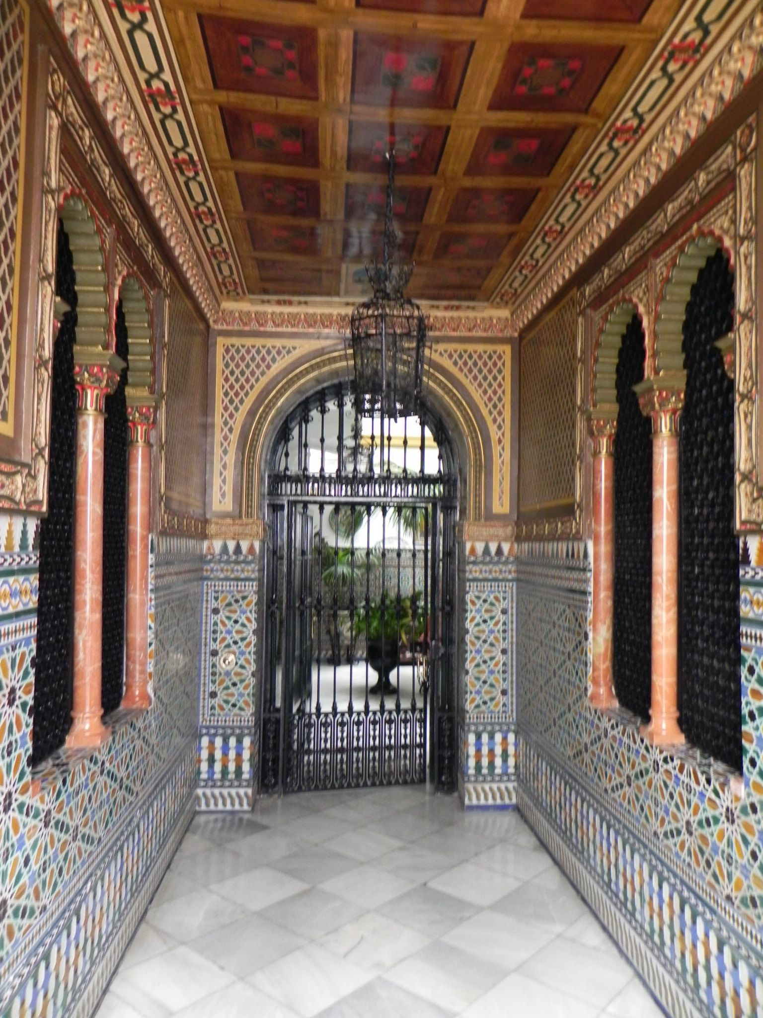 Zaguán de una casa de patio familiar Sevilla spain