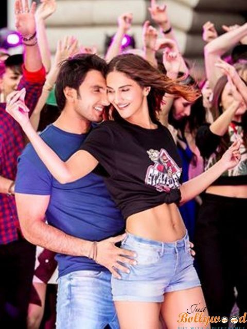 Befikre today release --: Ranveer Singh and Vaani Kapoor