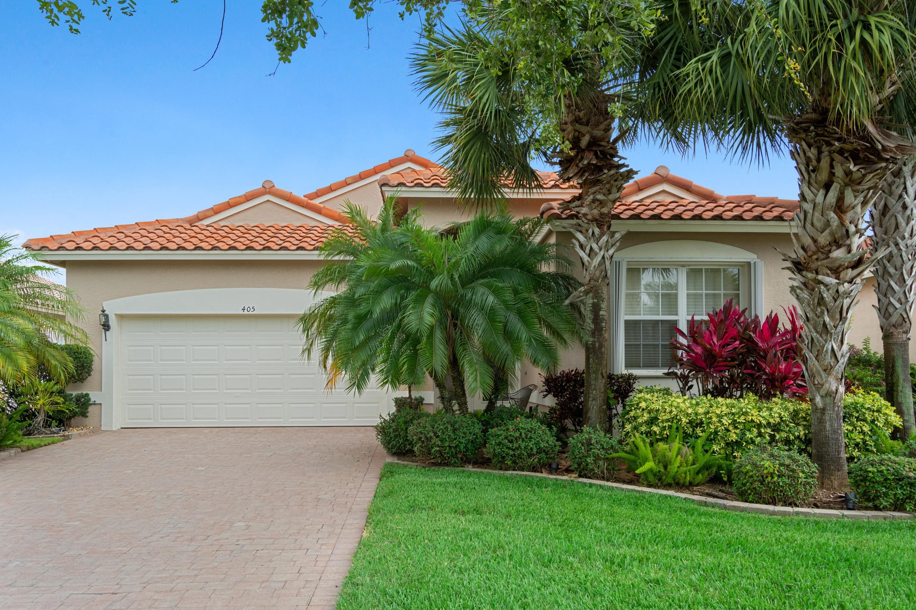 Bold Real Esatate Group Port Saint Lucie Property Details Gorgeous Diamond Model With 3 Bedrooms And 2 Bat Florida Real Estate Real Estate Resort Style Pool