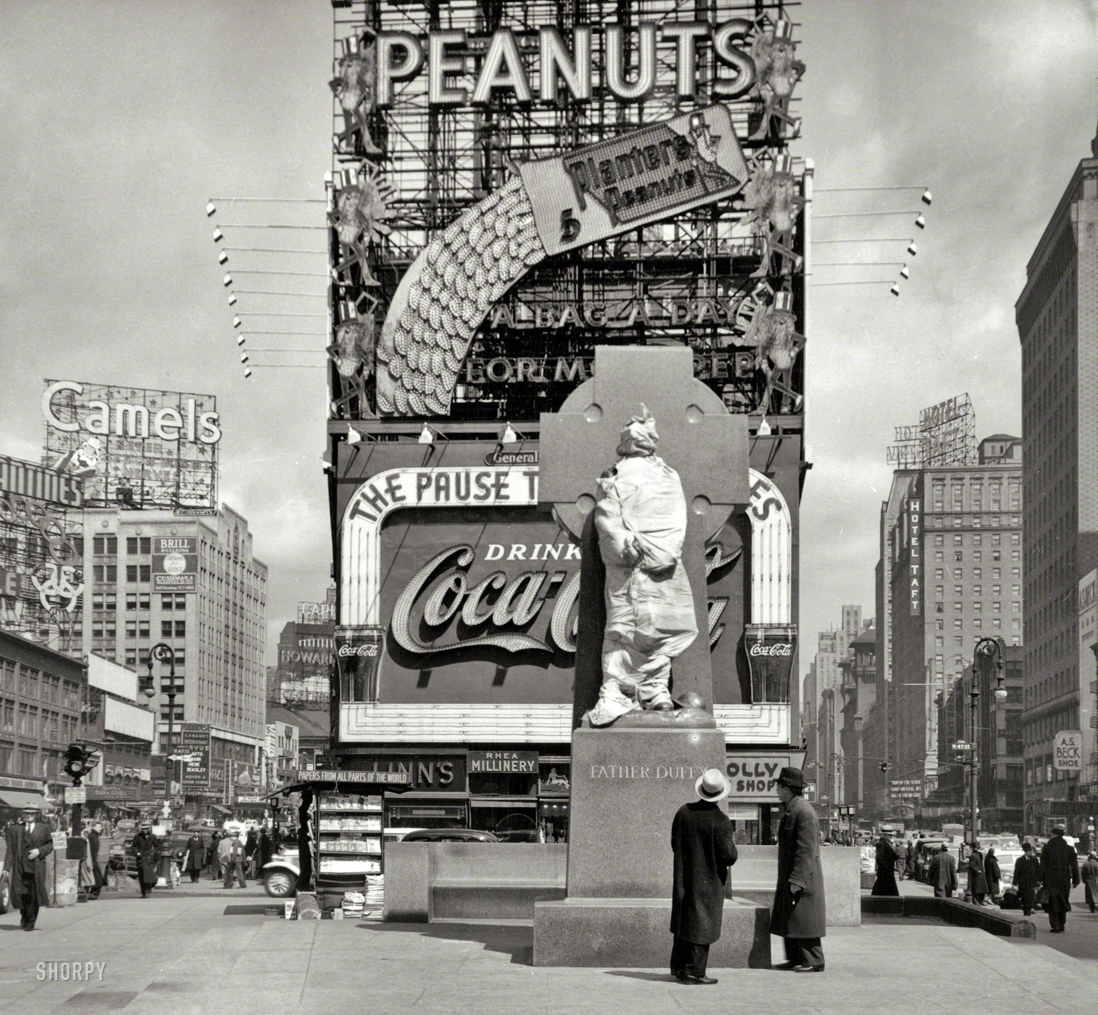 New York 1937 Times Square With Father Duffy Statue Still Wrapped Up Sculptor Charles Keck S Li Shorpy Historical Photos New York City Photos Times Square