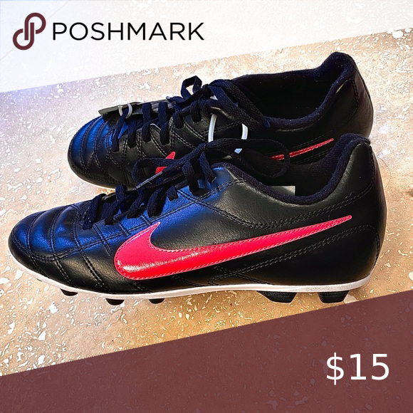 Girls Black And Hot Pink Nike Soccer Cleats Nwt In 2020 Soccer Cleats Nike Pink Nikes Black Nikes