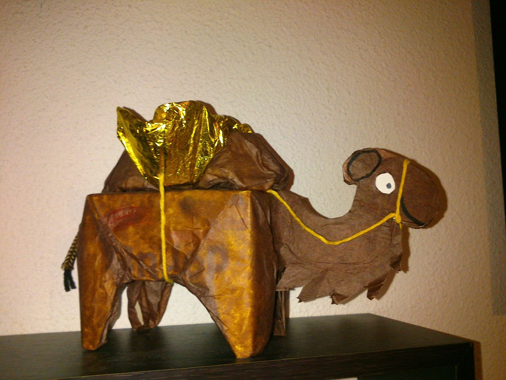 camello de papel reciclado | Material reciclado | Pinterest ...