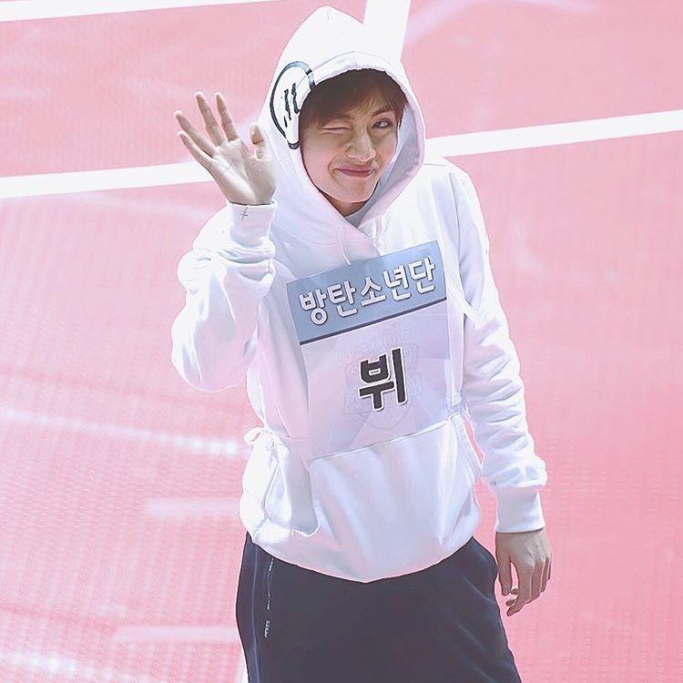 : 170116 Taehyung @ 2017 Idol Star Athletics Championships❤️ — cr: king of the heart #bangtanboys #bts #army #bangtan #kimtaehyung #taehyung #v #뷔 #방탄소년단 #태형 #김태형