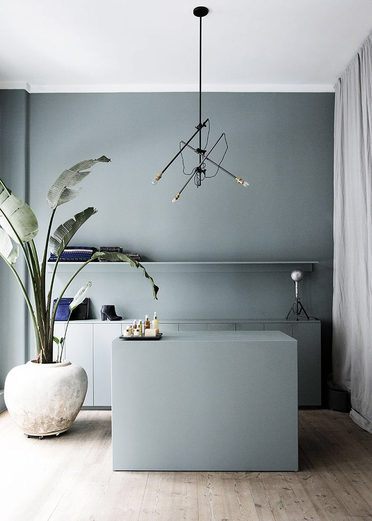 That colour everywhere, long curtains, lamp and the oversized green plant please! Future living room